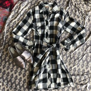 EUC⭐️ Skies are Blue Checkered Wrap Dress